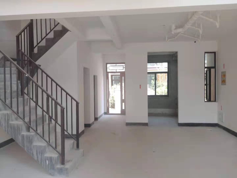 中梁排屋1到3层送地下室前后花园实际面积300多平卖530万